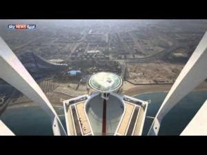 بالفيديو: ريد بُل يقتحم مهبط برج العرب