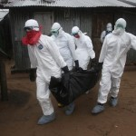 عاملون-في-القطاع-الصحي-يجلون-جثة-رجل-مسن-قضى-بفيروس-إيبولا-150x150