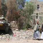 متمردان-بجانب-دبابتين-استولت-عليهما-جماعة-الحوثي-150x150