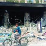 فتى-يمني-على-دراجته-الهوائية-يمر-امام-مكتب-لبنك-مملوك-للحكومة-150x150