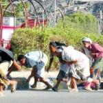 يمنيون-يفرون-أثناء-إطلاق-نار-قرب-قاعدة-عسكرية-150x150